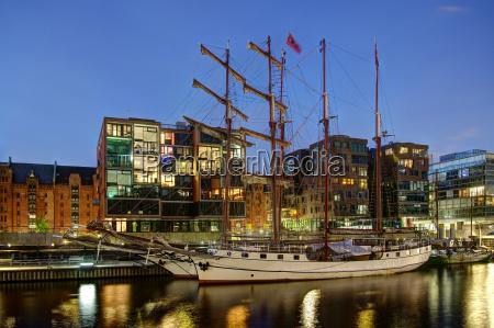 en el puerto tradicional del buque