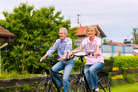 sport pensionisttilvaerelse udflugt cykel par cykling