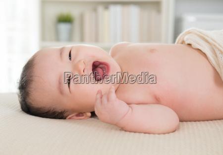 riendo, bebé - 10025278