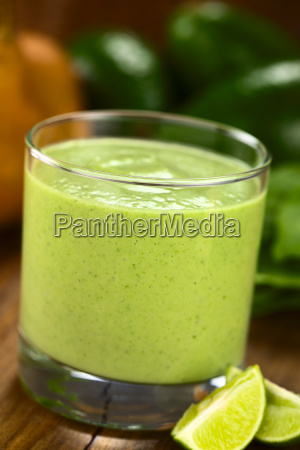 avocado spinach and pear smoothie