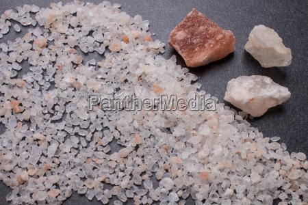 sal de roca gruesa y trozos