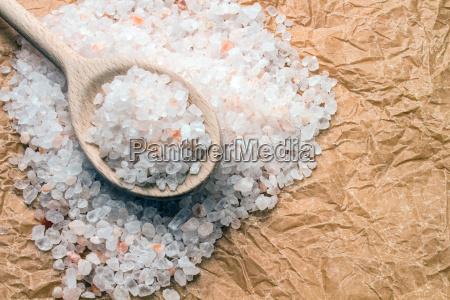 cuchara, de, madera, con, sal, gruesa - 10219231