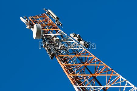 torre de comunicaciones con antena