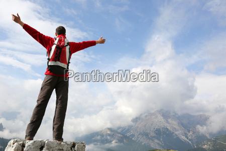 los escaladores en la cima de