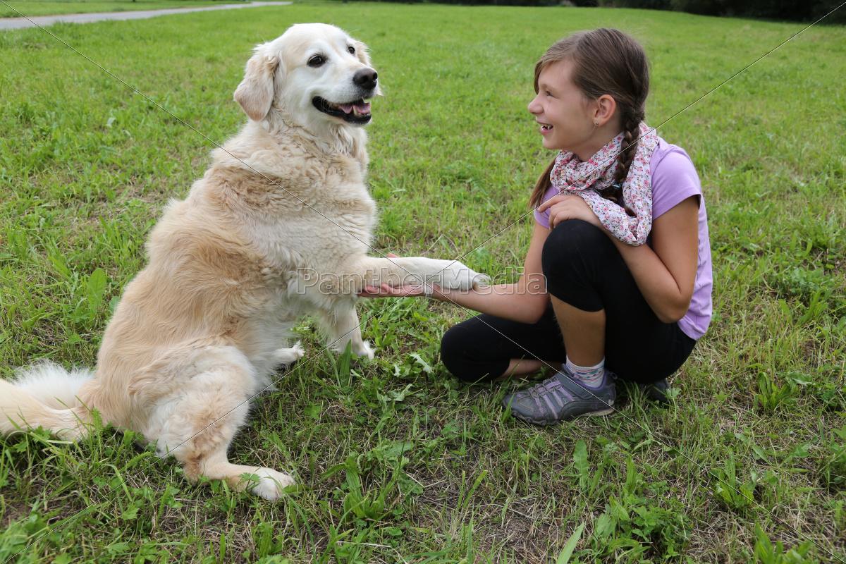 L'Amore per gli ANIMALI ~el-perro-le-da-la-pata_10568577_high