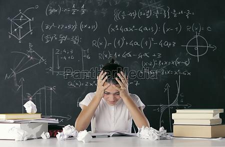 estudio escribir femenino adolescente fuente aprender