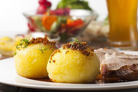 bolinhos de batata e carne de