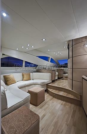 interior enorme muebles ventana madera grande