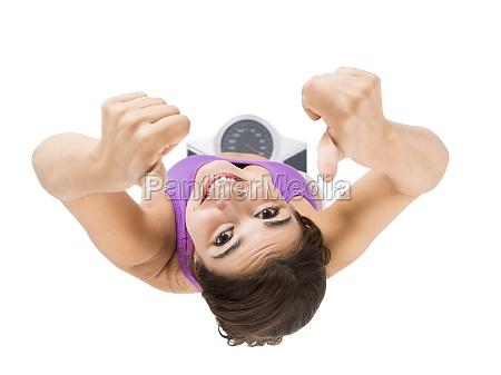 mujer atletica hermosa y feliz