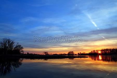 medio ambiente puesta del sol sajonia