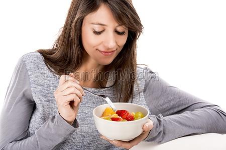 relajarse con una ensalada de frutas
