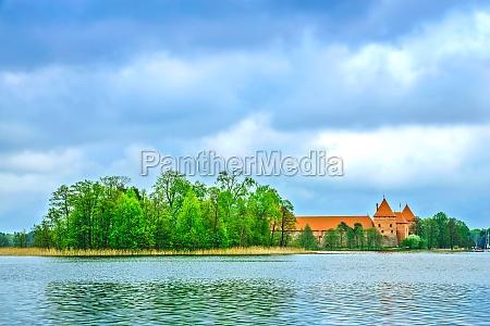 antiguo castillo medieval en trakai lituania