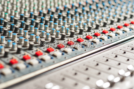los equipos grandes mezclador de sonido