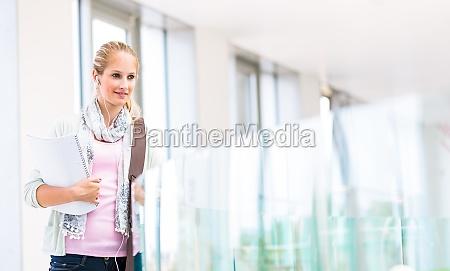 mujer educacion femenino estudiante internado colegio