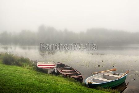 niebla barcos velero barco con remos