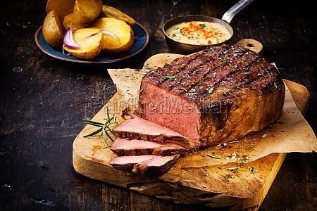 delicioso magra carne asada rara