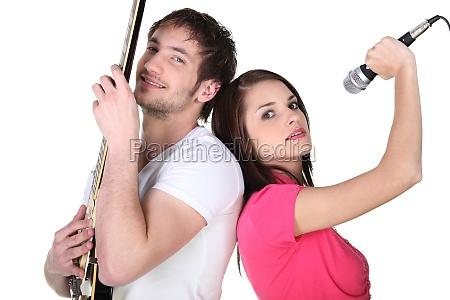 retrato de un cantante y guitarrista