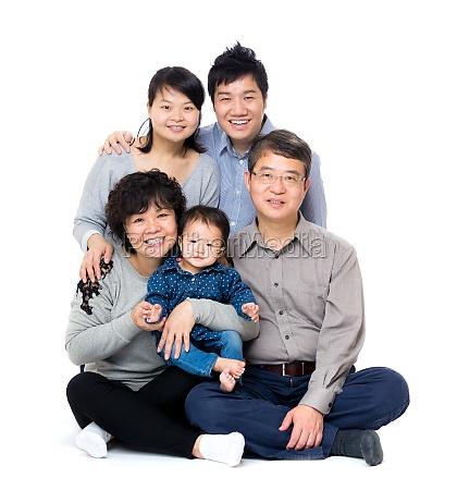 asiatica feliz familia de tres generaciones
