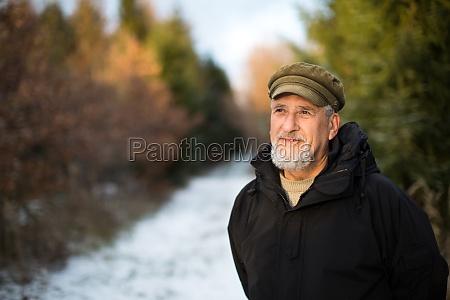 retrato de un hombre mayor al