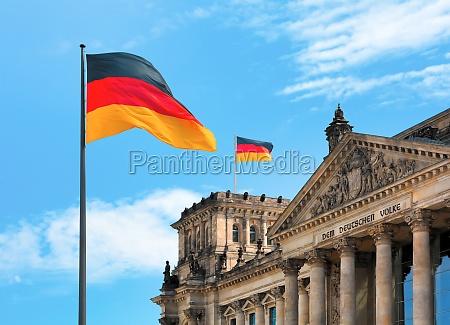 reichstag con la bandera
