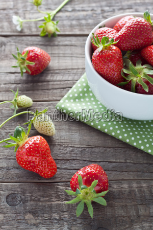 las fresas en cascara blanca