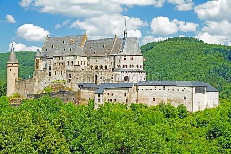 castillo sobre vianden luxemburgo