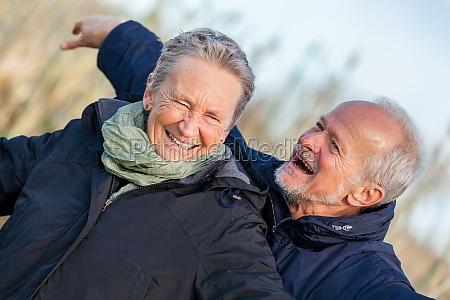 AEldre seniorer par glade griner pa