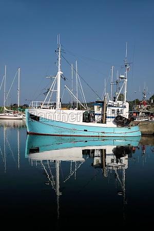 barco de pesca azul