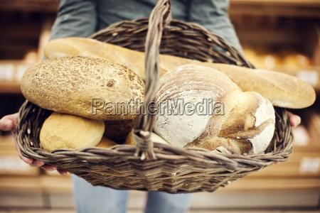 personas gente hombre comida pan marron