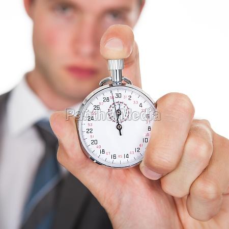 empresario sosteniendo cronometro