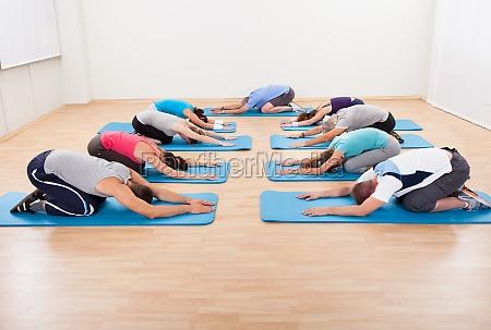 ejercicios de estiramiento en grupo