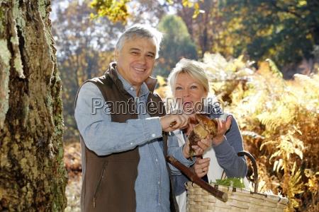 pares mayores en la celebracion de