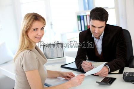 kobieta prawnik zalozyc wlasna firme spotkanie