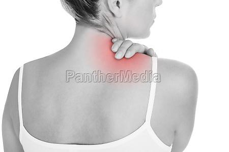 mujer que tiene dolor de espalda