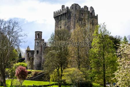 castillo irlandes de blarney famosa por