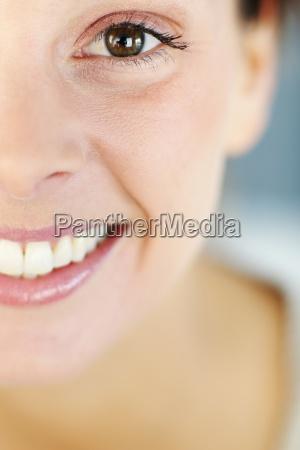 primer plano de la sonrisa de