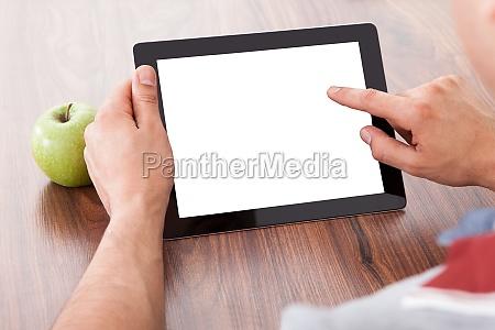 pantalla en blanco tableta estudiante internado