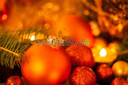 calido dorado y naranja las velas