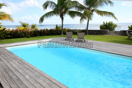 piscina privada en zona tropical