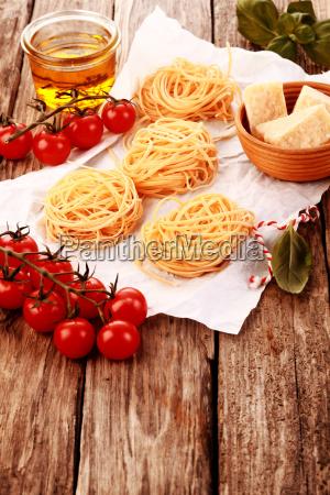 pastas frescas en la mesa con