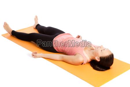ejercicio de yoga en el tapete