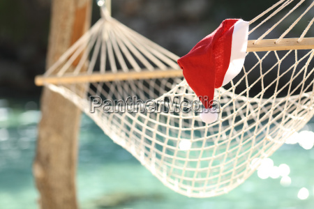 hamaca en una playa tropical en