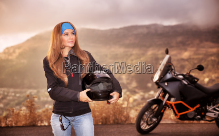 chica motorista hermosa