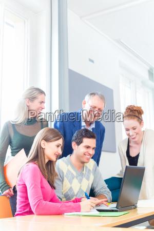 estudio trabajo en equipo de accion