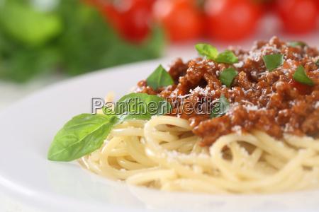 espagueti fideos bolonyeses plato de pasta
