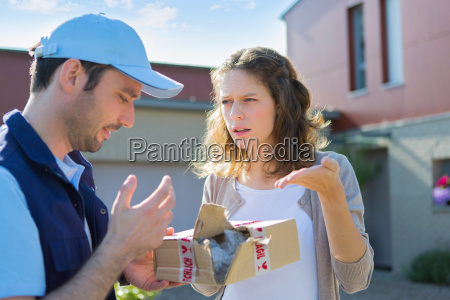 mujer compensacion parcela danyo furioso enojado