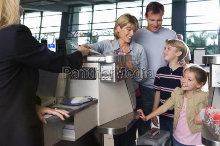 familia el check in en el