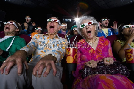 audiencia de peliculas en gafas 3d