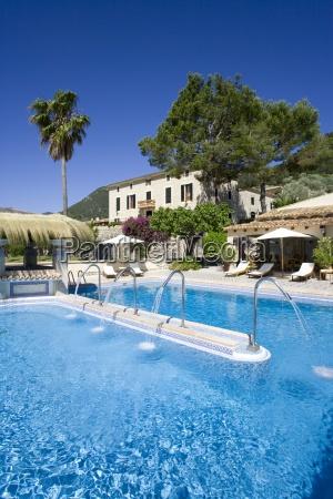 chateau piscina del hotel
