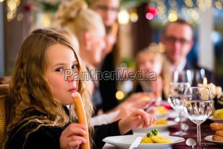 familia en la cena de navidad